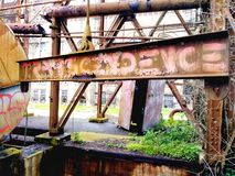 Εγκαταλειμμένες η Νέα Ορλεάνη αποβάθρες φόρτωσης εγκαταστάσεων παραγωγής ενέργειας οδών αγοράς στοκ εικόνες