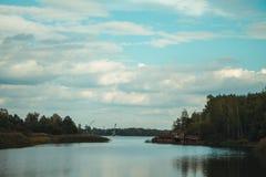 Εγκαταλειμμένος λιμένας ποταμών στη ζώνη αποκλεισμού Chornobyl r Τσέρνομπιλ στοκ εικόνα