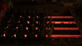 Εγκαταστάσεις μύλων χάλυβα Γραμμή παραγωγής σωλήνων μετάλλων στο εργοστάσιο μετάλλων Καυτή γραμμή παραγωγής σωλήνων χάλυβα μεταλλ απόθεμα βίντεο