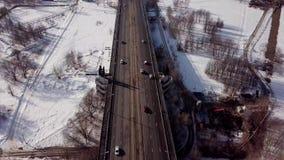 Εθνική οδός πόλεων το χειμώνα Εναέρια τοπ άποψη απόθεμα βίντεο