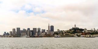 Εικονική παράσταση πόλης του Σαν Φρανσίσκο στον ορίζοντα στοκ εικόνα με δικαίωμα ελεύθερης χρήσης