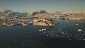 Εναέρια άποψη ηλιοβασιλέματος σταθμών της Ανταρκτικής vernadsky απόθεμα βίντεο