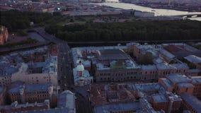 Εναέρια άποψη της Άγιος-Πετρούπολης, Ρωσία Παλαιά άποψη υψηλού σημείου κεντρικών πόλεων, θερινό βράδυ απόθεμα βίντεο
