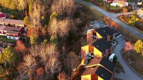 Εναέρια άποψη της κατοικήσιμης περιοχής σε Molde, Νορβηγία κατά τη διάρκεια μιας ηλιόλουστης ημέρας το φθινόπωρο φιλμ μικρού μήκους