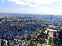 Εναέρια άποψη του Παρισιού από τον πύργο του Άιφελ που αγνοεί το σπίτι Invalides στοκ εικόνες