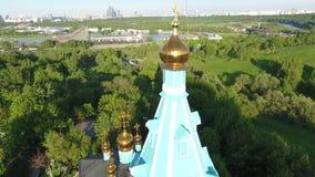 Εναέρια πανοραμική άποψη της Μόσχας με μια σύγχρονη καλώδιο-μένοντη γέφυρα, Ρωσία Ορόσημο αρχιτεκτονικής της Μόσχας φιλμ μικρού μήκους