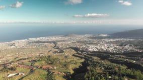 Εναέριος πυροβολισμός Ασυνήθιστη φύση του εθνικού πάρκου Ισπανία, Κανάρια νησιά, Tenerife φυσικό φως του ήλιου σειράς βουνών σύνθ απόθεμα βίντεο