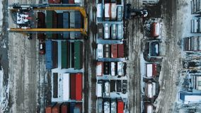 Εναέριο άποψης λιμένων σκάφος εμπορευματοκιβωτίων εμπορευματοκιβωτίων τελικό στην εισαγωγή-εξαγωγή και επιχείρηση λογιστική απόθεμα βίντεο