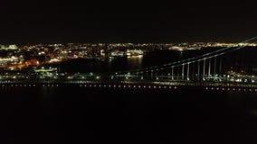 Εναέριο βίντεο της γέφυρας Φιλαδέλφεια του Ben Franklin τη νύχτα απόθεμα βίντεο