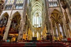 εσωτερικό της Κολωνίας Γερμανία καθεδρικών ναών στοκ φωτογραφίες