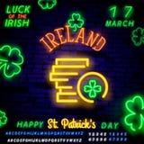 Ετικέτα νέου ημέρας του ST patricks με τα νομίσματα και τα τριφύλλια Ιρλανδικό νέο χρημάτων χρυσά νομίσματα στη διακόσμηση ύφους  στοκ φωτογραφία με δικαίωμα ελεύθερης χρήσης