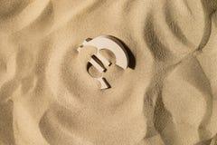 Ευρο- σημάδι στην άμμο στοκ εικόνες