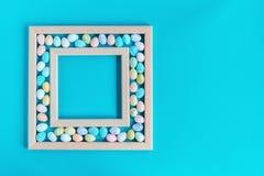 Ευχετήρια κάρτα Πάσχας με τα πλαισιωμένα αυγά στοκ εικόνες με δικαίωμα ελεύθερης χρήσης
