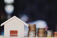 Επένδυση ιδιοκτησίας, στεγαστικό δάνειο, υποθήκη σπιτιών, εδρεύουσα οικονομική έννοια στοκ φωτογραφία