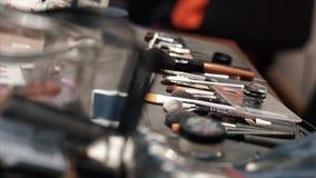 Επαγγελματικά βούρτσες και εργαλεία makeup απόθεμα βίντεο