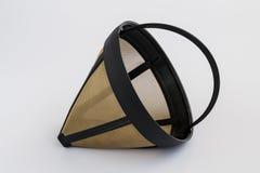 Επαναχρησιμοποιήσιμο φίλτρο καφέ πλέγματος μετάλλων για τον κατασκευαστή καφέ σταλαγματιάς Μόνιμο φίλτρο καφέ καλαθιών στο άσπρο  στοκ εικόνα με δικαίωμα ελεύθερης χρήσης