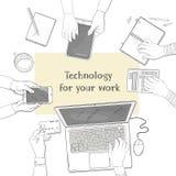 Επιχειρησιακή ομάδα που εργάζεται μαζί στο γραφείο γραφείων Υπολογιστής γραφείου με τα χέρια, το lap-top, το smartphone, τα έγγρα απεικόνιση αποθεμάτων