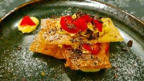 Ζύμη ριπών, κρέμα, φράουλες και τσιπ σοκολάτας στοκ φωτογραφία