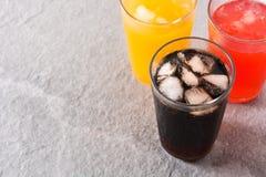Ζωηρόχρωμα μη αλκοολούχα ποτά για το καλοκαίρι στοκ φωτογραφία