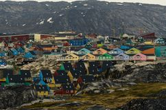 Ζωηρόχρωμα σπίτια στην πόλη Ιλούλισσατ, Γροιλανδία στοκ φωτογραφία με δικαίωμα ελεύθερης χρήσης