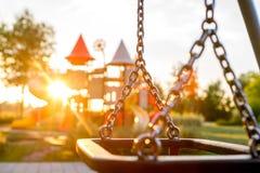 Ζωηρόχρωμη παιδική χαρά στο πάρκο που θολώνεται στοκ φωτογραφίες