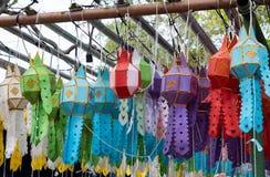 Ζωηρόχρωμος του φαναριού handcraft στο παραδοσιακό ταϊλανδικό ύφος στοκ εικόνα με δικαίωμα ελεύθερης χρήσης