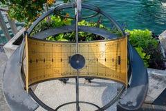 Ηλιακό ρολόι με Zodiac τα σημάδια στο ανάχωμα λιμνών της Γενεύης στοκ εικόνες