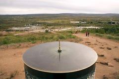 Ηλιακό ρολόι σε ένα εθνικό πάρκο στην κοιλάδα Haukadalur, Ισλανδία Στενός επάνω πινάκων στοκ φωτογραφίες