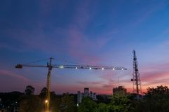 ηλιοβασίλεμα εργοτάξι&omega στοκ φωτογραφία με δικαίωμα ελεύθερης χρήσης