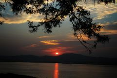 Ηλιοβασίλεμα σε Irrawaddy στοκ εικόνα