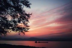 Ηλιοβασίλεμα σε Irrawaddy στοκ εικόνες
