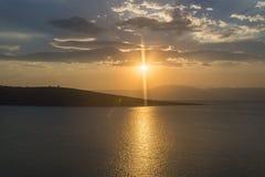 Ηλιοβασίλεμα πέρα από τη θάλασσα και τα νησιά στοκ εικόνες με δικαίωμα ελεύθερης χρήσης