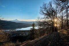 Ηλιοβασίλεμα ποταμών κουκουλών στοκ φωτογραφίες