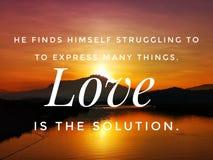 Η αγάπη είναι το απόσπασμα λύσης με το όμορφο υπόβαθρο ανατολής στοκ φωτογραφίες με δικαίωμα ελεύθερης χρήσης