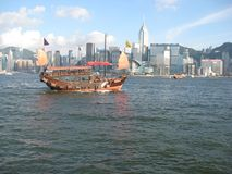 Η βάρκα κρουαζιέρας Aqua Luna στο λιμάνι Χονγκ Κονγκ στοκ εικόνες
