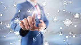 Η εταιρική δομή οργάνωσης διοικητικής έννοιας ανθρώπινων δυναμικών ωρ. ανάμιξε εικονική οθόνη έκθεσης μέσων τη διπλή στοκ εικόνα με δικαίωμα ελεύθερης χρήσης
