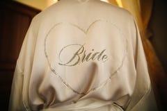 Η επιγραφή στην πλάτη του κοριτσιού από τα rhinestones - η νύφη στοκ εικόνες με δικαίωμα ελεύθερης χρήσης