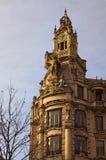 Η ζάλη διακόσμησε την πρόσοψη του μεσαιωνικού κτηρίου στην ελευθερία τετραγωνικό Praca DA Liberdade στην πόλη του Πόρτο, Πορτογαλ στοκ φωτογραφία με δικαίωμα ελεύθερης χρήσης