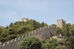 Η ισπανική συνεδρίαση φρουρίων στο λόφο επάνω από την παλαιά πόλη, που κατασκευάζεται μετά από την έκρηξη πυρίτιδας που το 1579 στοκ εικόνα