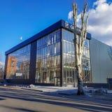 Η κατασκευή ενός εμπορικού κέντρου σε Slavyansk κοντά στο κεντρικό τετράγωνο καθεδρικών ναών τελειώνει στοκ φωτογραφία με δικαίωμα ελεύθερης χρήσης