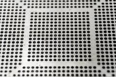 Η κινηματογράφηση σε πρώτο πλάνο της χρησιμοποιημένης CNC λέιζερ μικρής πίσσας υψηλής ακρίβειας έκοψε το διάτρητο για τσιπ BGA γι στοκ εικόνα