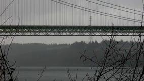 Η κυκλοφορία που κινείται κατά μήκος της πράσινης γέφυρας στο Τακόμα στενεύει απόθεμα βίντεο