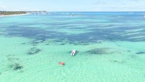Η παραλία και η θάλασσα της Δομινικανής Δημοκρατίας απόθεμα βίντεο