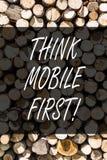 Η παρουσίαση σημειώσεων γραψίματος σκέφτεται ότι η κινητή πρώτη επίδειξη επιχειρησιακών φωτογραφιών φορητή επινοεί τα φορητά τηλέ στοκ εικόνες