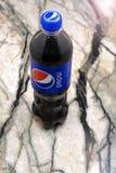 Η Pepsi είναι ένα ενωμένο με διοξείδιο του άνθρακα μη αλκοολούχο ποτό που παράγεται και που κατασκευάζεται από τη Pepsico Inc μια στοκ εικόνες