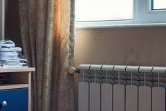 Θέρμανση του θερμαντικού σώματος στο δωμάτιο στοκ φωτογραφία με δικαίωμα ελεύθερης χρήσης