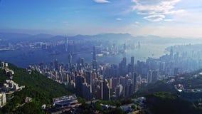 Θαυμάσιο εναέριο πανόραμα εικονικής παράστασης πόλης κηφήνων της αστικής πόλης Χονγκ Κονγκ αρχιτεκτονικής στο κρύο φως ηλιοφάνεια απόθεμα βίντεο