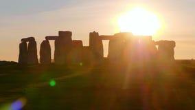Θαυμάσιο ηλιοβασίλεμα πέρα από Stonehenge Αγγλία φιλμ μικρού μήκους