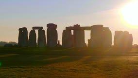 Θαυμάσιο ηλιοβασίλεμα πέρα από Stonehenge Αγγλία απόθεμα βίντεο