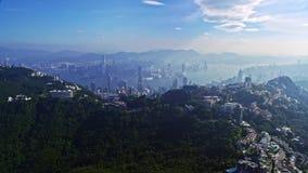 Θεαματικό εναέριο πανόραμα εικονικής παράστασης πόλης κηφήνων της αστικής πόλης Χονγκ Κονγκ αρχιτεκτονικής φιλμ μικρού μήκους